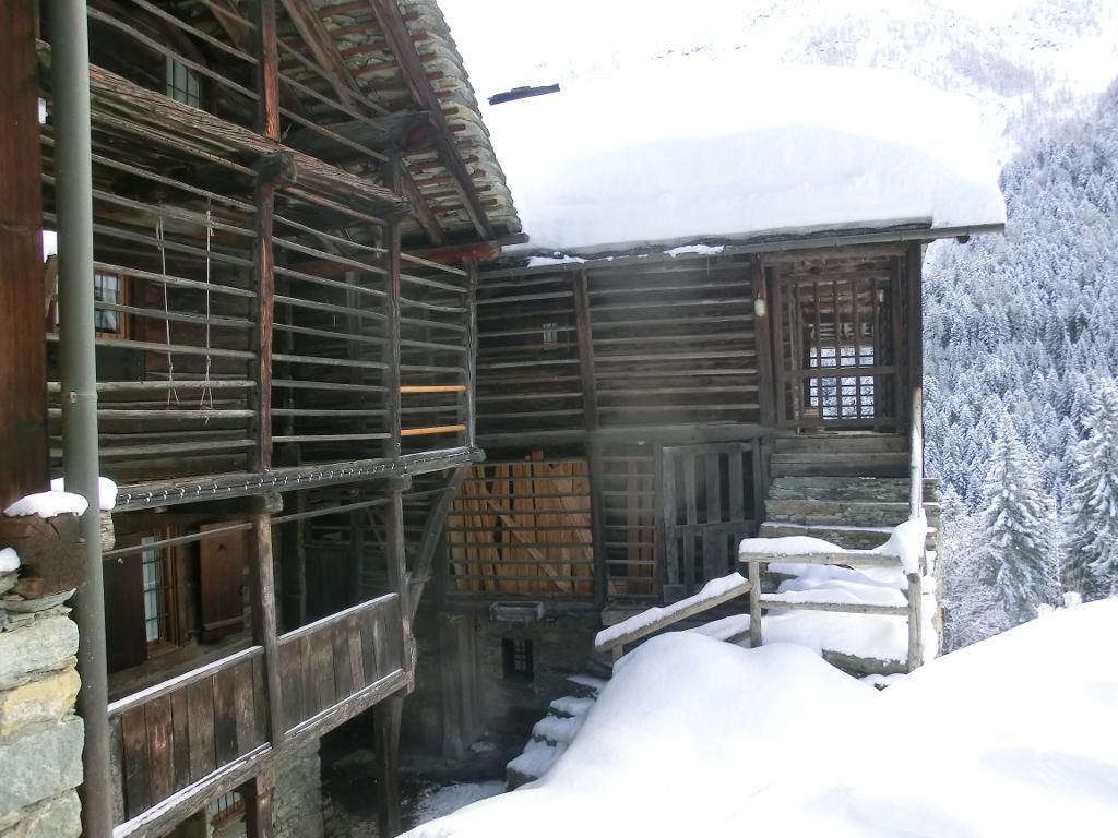 Ciaspolata nella neve con SPA da Milano Torino Novara Biella