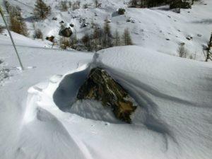 effetti dell'azione del vento sulla neve e accenno di cornice